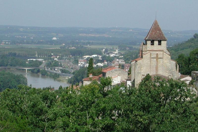Le village de Clermont-Dessous et sa vue sur la vallée de la Garonne